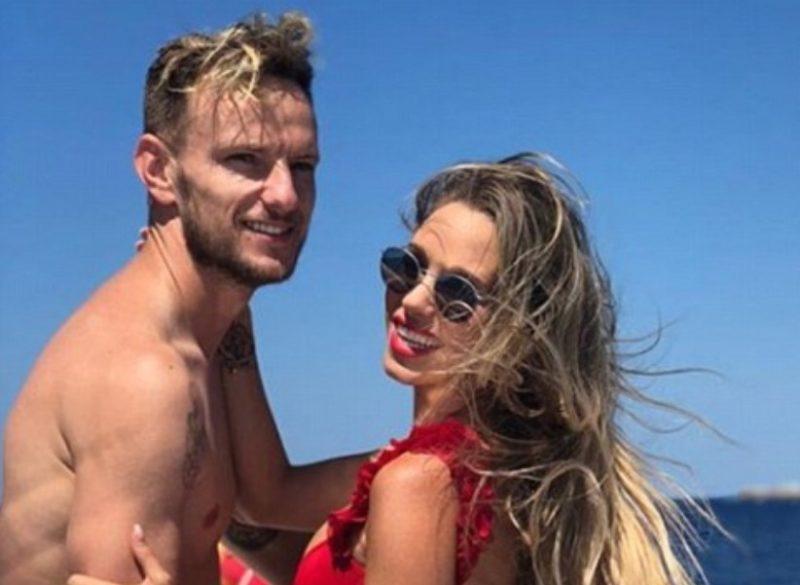 Иван Ракитич отдыхает на яхте с женой Ракель Маури