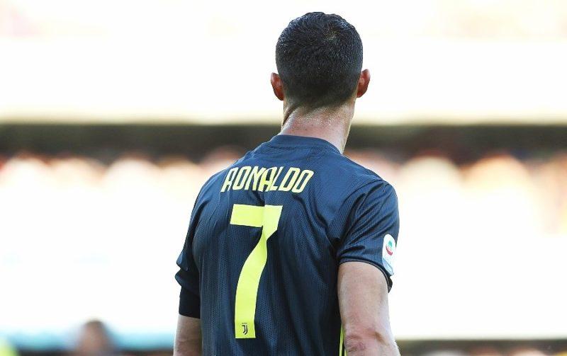 Почему Криштиану Роналду играет под номером семь?